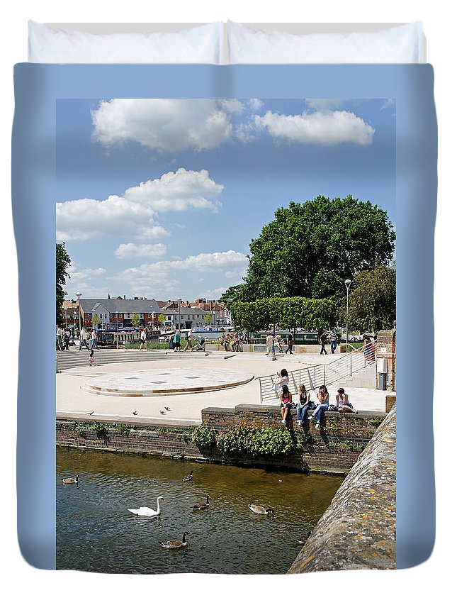 Europe Duvet Cover featuring the photograph People Enjoying The Stratford Sunshine by Rod Johnson