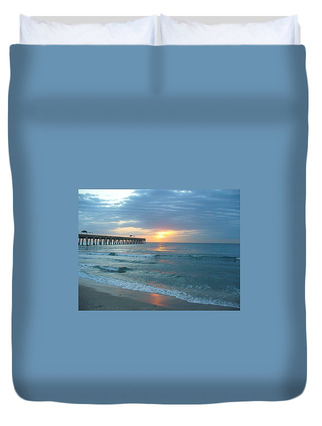 Water Duvet Cover featuring the photograph Perfect Peace At 6 A.m. by Peggy King