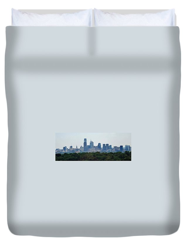 Philadelphia Duvet Cover featuring the photograph Philadelphia Green Skyline by Ian MacDonald