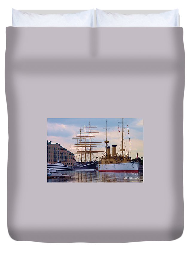 Philadelphia Duvet Cover featuring the photograph Philadelphia Waterfront Olympia by Debbi Granruth