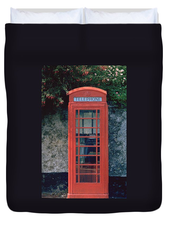Great Britain Duvet Cover featuring the photograph Phone Booth by Flavia Westerwelle