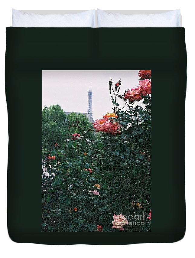 Roses Duvet Cover featuring the photograph Pink Roses And The Eiffel Tower by Nadine Rippelmeyer