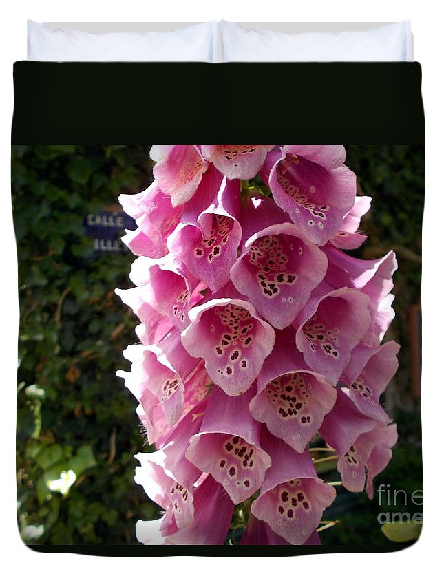 Flowers Duvet Cover featuring the photograph Pink Show Off by Jerry Bokowski