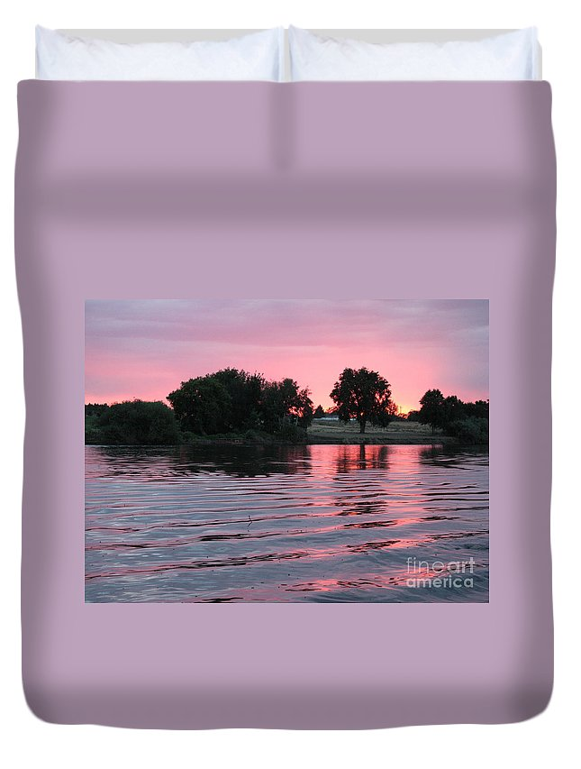 Sunset Duvet Cover featuring the photograph Pink Sunset With Soft Waves by Carol Groenen