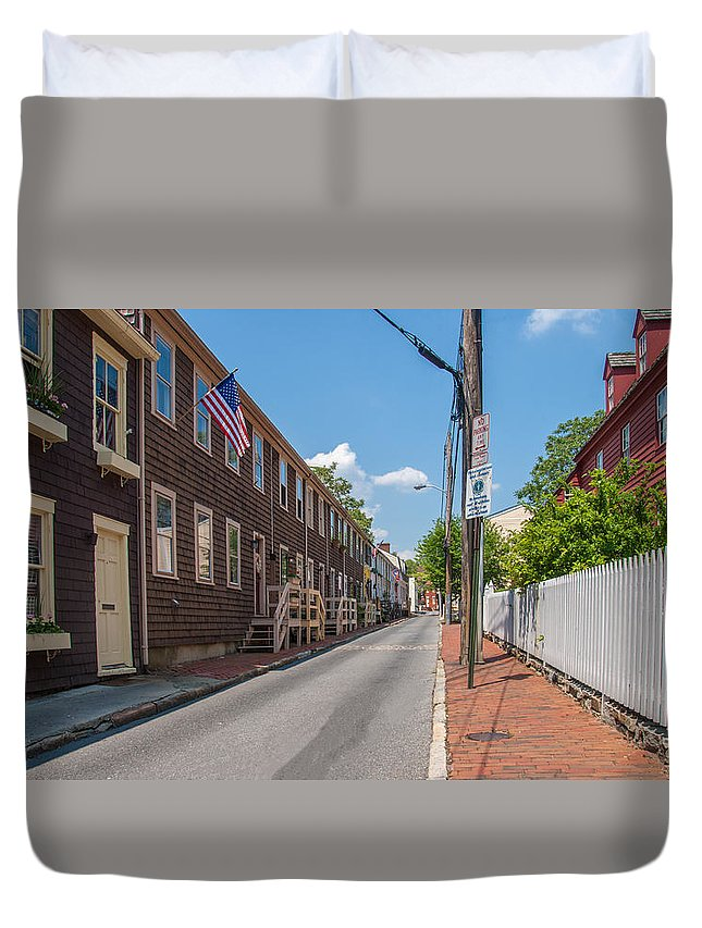 Landscape Duvet Cover featuring the photograph Pinkney Street by Charles Kraus