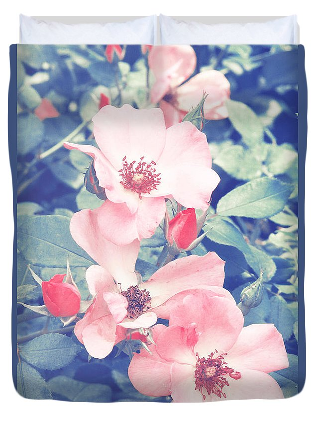 Roses Duvet Cover featuring the photograph Pinks by Jackie Farnsworth