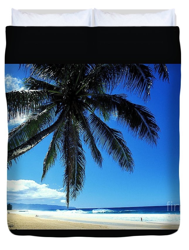 Banzai Duvet Cover featuring the photograph Pipeline Beach by Peter French - Printscapes