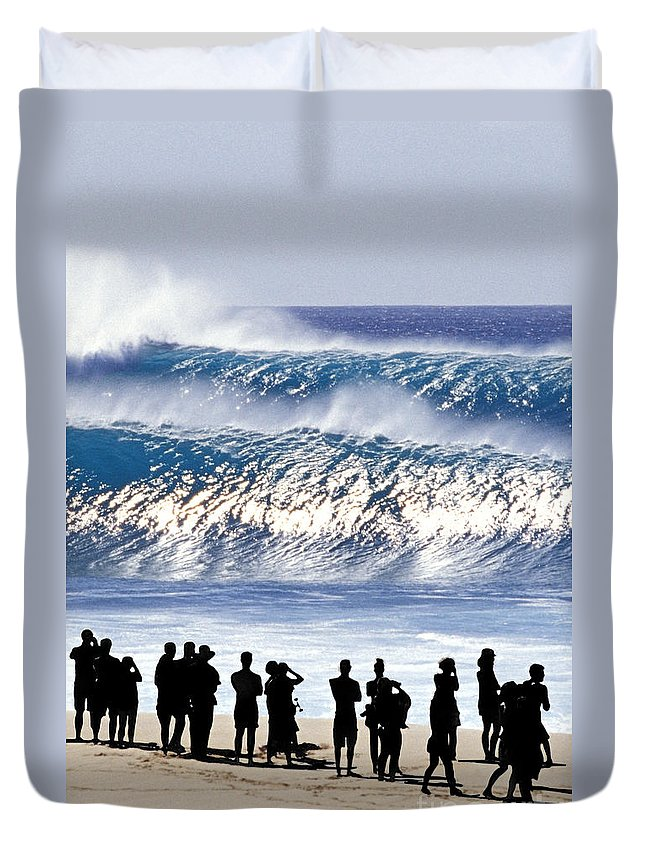 Big Waves Duvet Cover featuring the photograph Pipeline Shadow Land - 2 Of 3 by Sean Davey