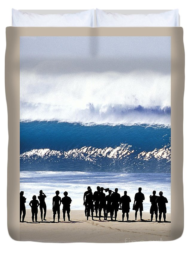 Big Waves Duvet Cover featuring the photograph Pipeline Shadowland - 1 Of 3 by Sean Davey
