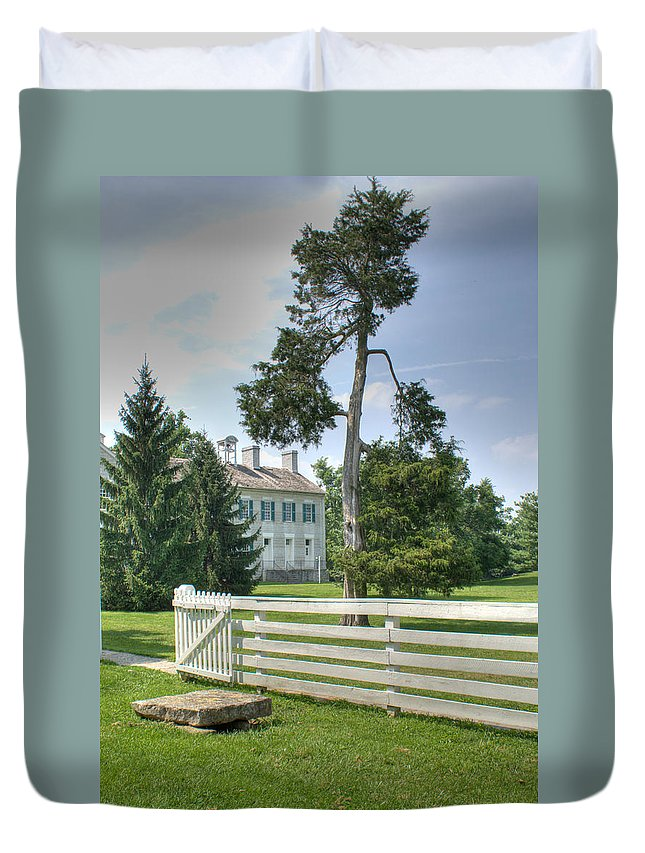 Plantation Duvet Cover featuring the photograph Plantation Home by Douglas Barnett