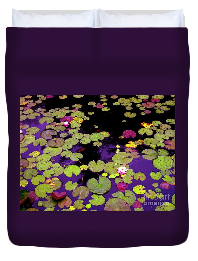 Water Duvet Cover featuring the photograph Family In Love by Sybil Staples