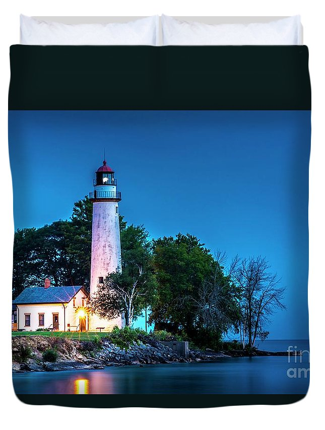 Pointe Aux Barques Lighthouse Duvet Cover featuring the photograph Pointe Aux Barques Lighthouse At Dawn by Larry Knupp