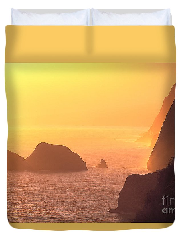 Big Duvet Cover featuring the photograph Pololu Valley Lookout by Greg Vaughn - Printscapes