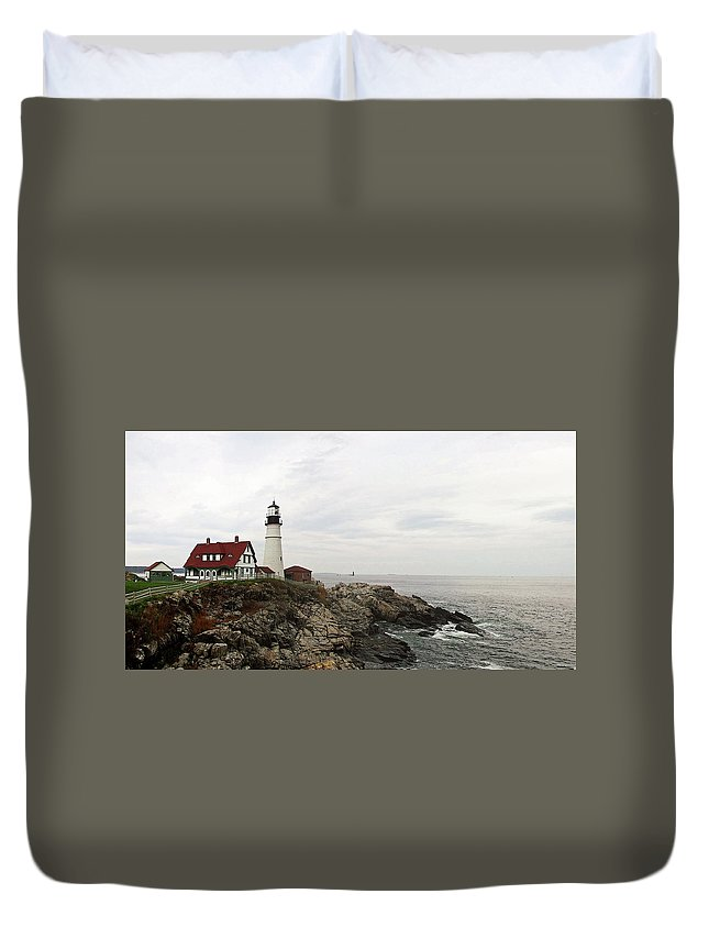 Lighthouse Duvet Cover featuring the photograph Portland Head by William Moore