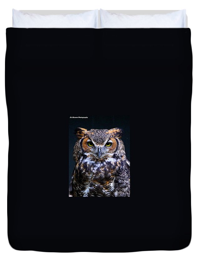 Great Horned Owl Duvet Cover featuring the photograph Portrait Of A Wise Man by Barbara Bowen