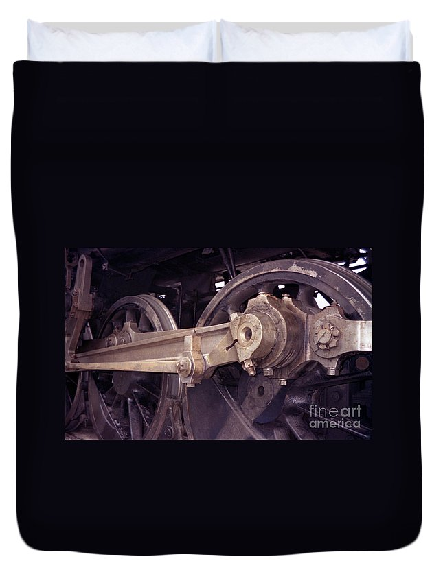 Trains Duvet Cover featuring the photograph Power Train by Richard Rizzo