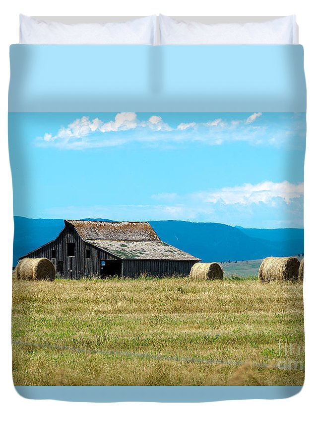 South Dakota Duvet Cover featuring the photograph Prairie Barn by Mary Carol Story