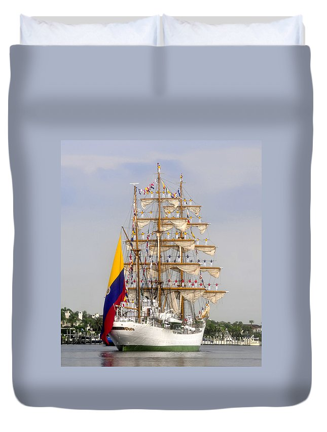 Columbia Duvet Cover featuring the photograph Pride Of Columbia by David Lee Thompson