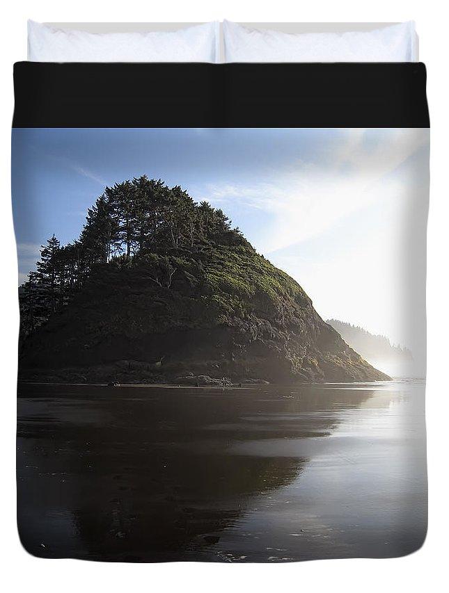 oregon Coast Duvet Cover featuring the photograph Proposal Rogue Wave Rock - Oregon Coast by Daniel Hagerman