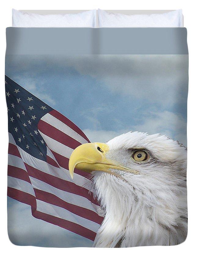 Birds Duvet Cover featuring the photograph Proud by Ernie Echols