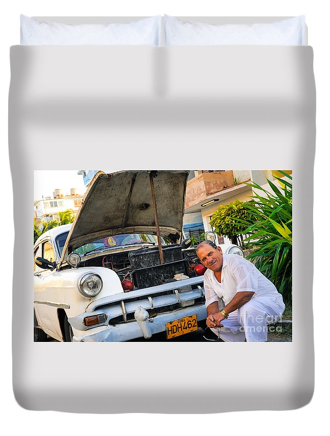 Architectural Duvet Cover featuring the photograph Proud Owner - Faces Of Havana by Craig Minielly