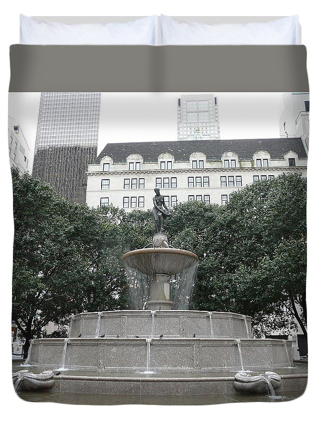 New York Duvet Cover featuring the photograph Pulitzer Fountain by Valerie Ornstein