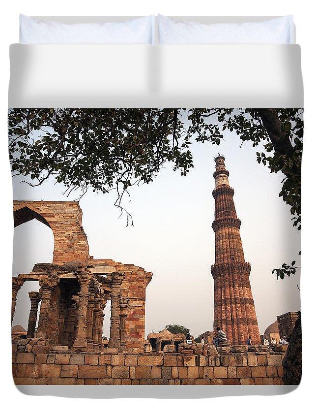 Qtub Duvet Cover featuring the photograph Qtub Minar, New Delhi India by Jaime Pomares