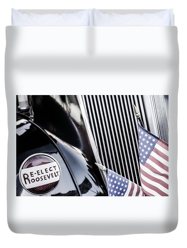 Auto Duvet Cover featuring the photograph Re-elect by Jim Love