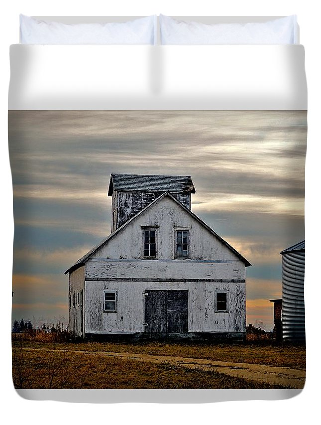 Farm Duvet Cover featuring the photograph Re-purposed Grainery by Bonfire Photography