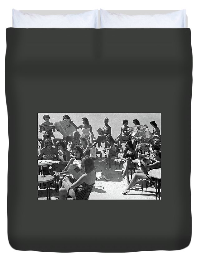 Women Duvet Cover featuring the photograph Reading The News by Munir Alawi
