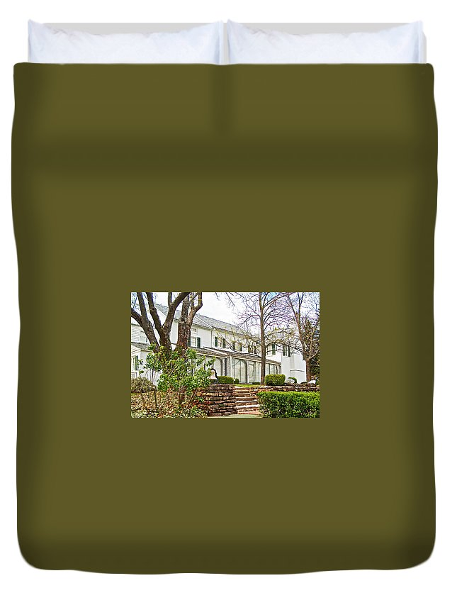 Rear Of Eisenhower Home In Gettysburg National Military Park Duvet Cover featuring the photograph Rear Of Eisenhower Home In Gettysburg National Military Park-pennsylvania by Ruth Hager