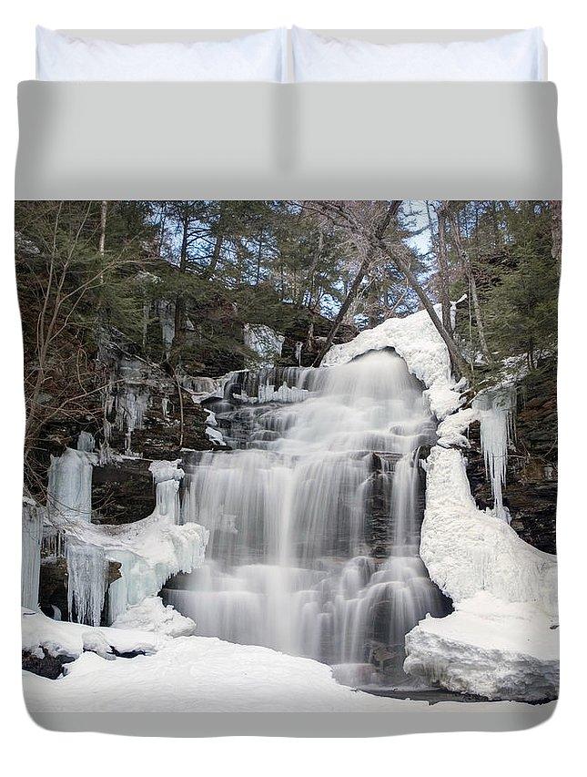 Ganoga Falls Duvet Cover featuring the photograph Receding Winter Ice At Ganoga Falls by Gene Walls