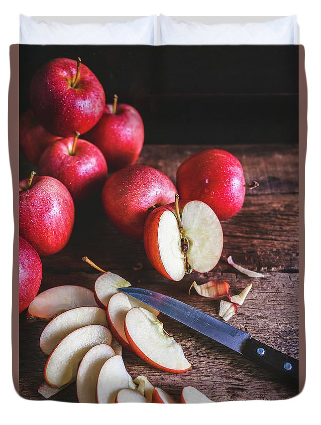 Food Duvet Cover featuring the photograph Red Apple Slices by Thanh Thu Thai