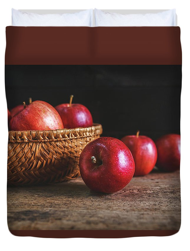 Food Duvet Cover featuring the photograph Red Apples by Thanh Thu Thai