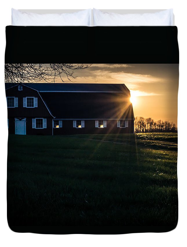 R3d Photography Duvet Cover featuring the photograph Red Barn At Sunset by Ray Sheley