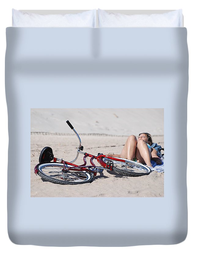 Red Duvet Cover featuring the photograph Red Bike On The Beach by Rob Hans