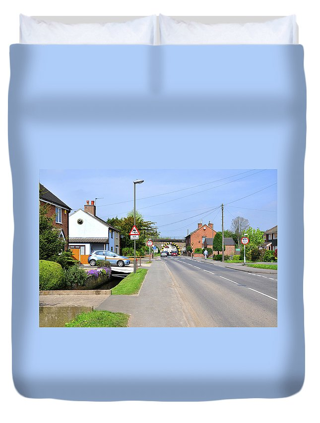 Spring Duvet Cover featuring the photograph Repton Road - Willington by Rod Johnson