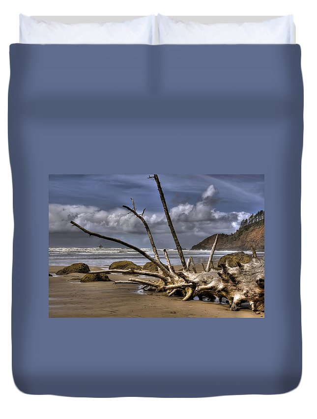Hdr Duvet Cover featuring the photograph Resting by Brad Granger