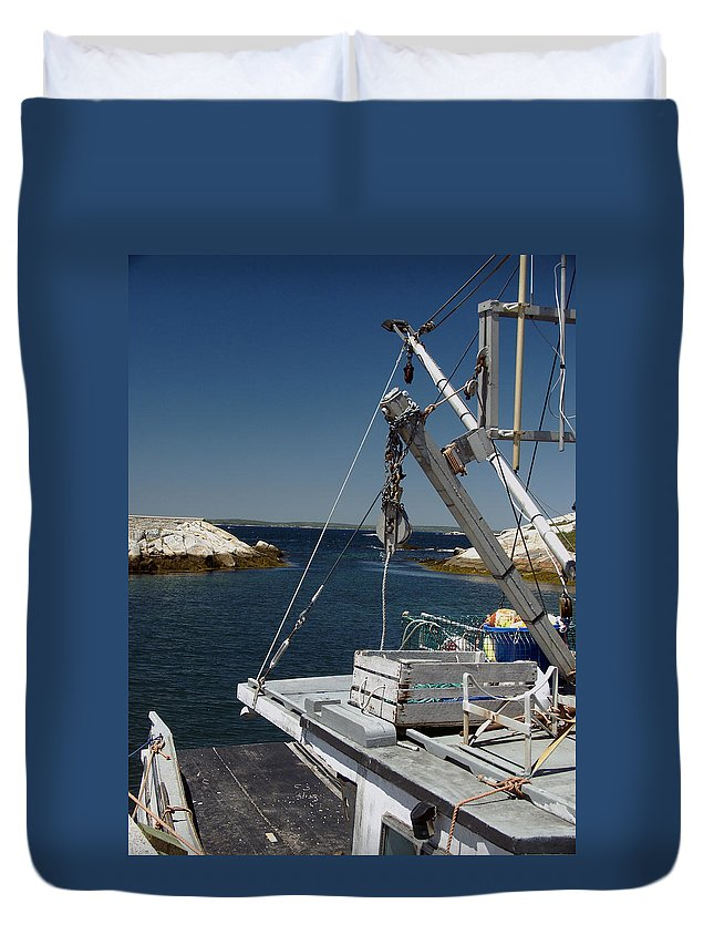 Sea Duvet Cover featuring the photograph Return Catch by Kelvin Booker