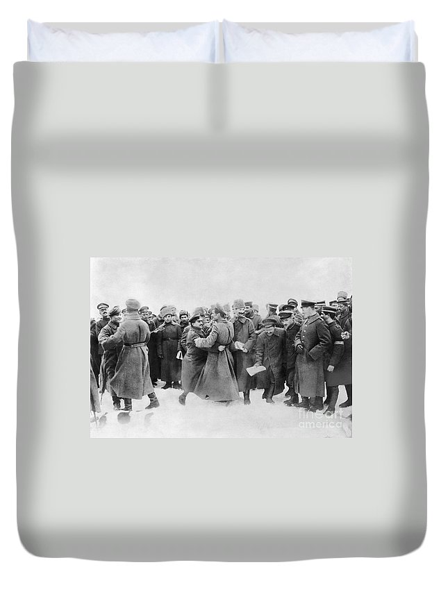 1917 Duvet Cover featuring the photograph Revolution Of 1917 by Granger