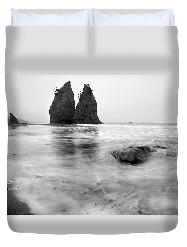 Beach Duvet Cover featuring the photograph Rialto Reflections by Mike Dawson