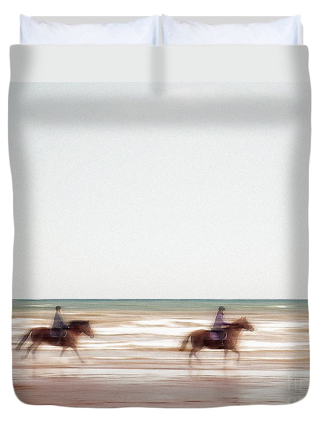 Nag004284 Duvet Cover featuring the photograph Riding The Tide by Edmund Nagele