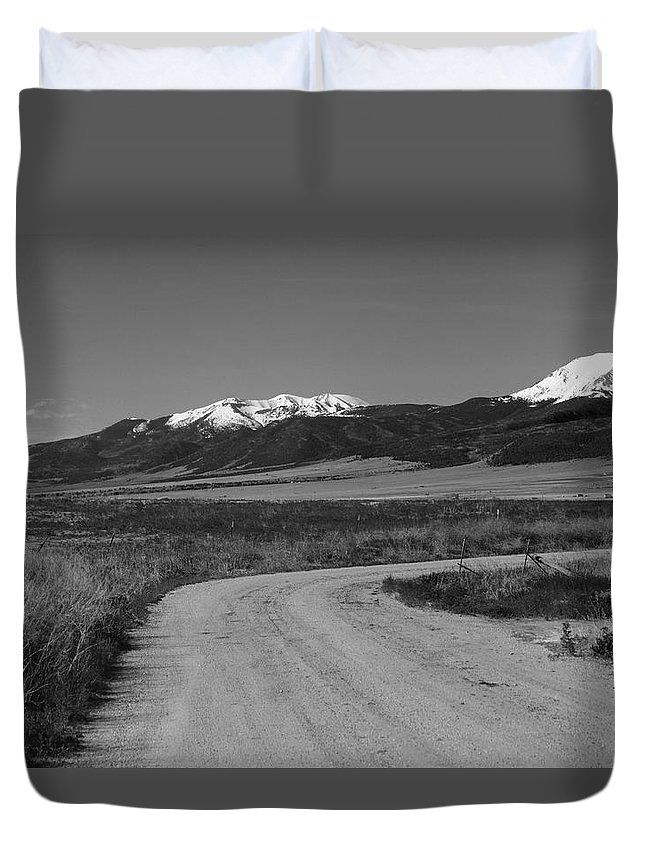 Road Duvet Cover featuring the photograph Road To Sangres by Gerri Duke