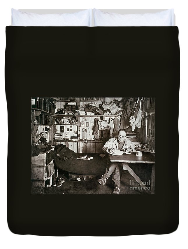 1911 Duvet Cover featuring the painting Robert Falcon Scott by Granger