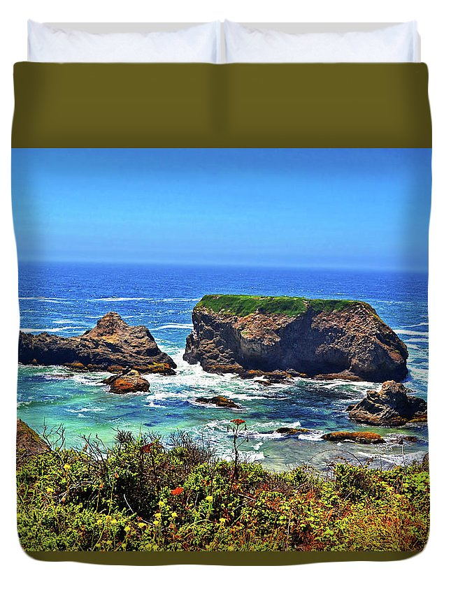 Rock Islands Duvet Cover featuring the photograph Rocky California Coast 006 by George Bostian