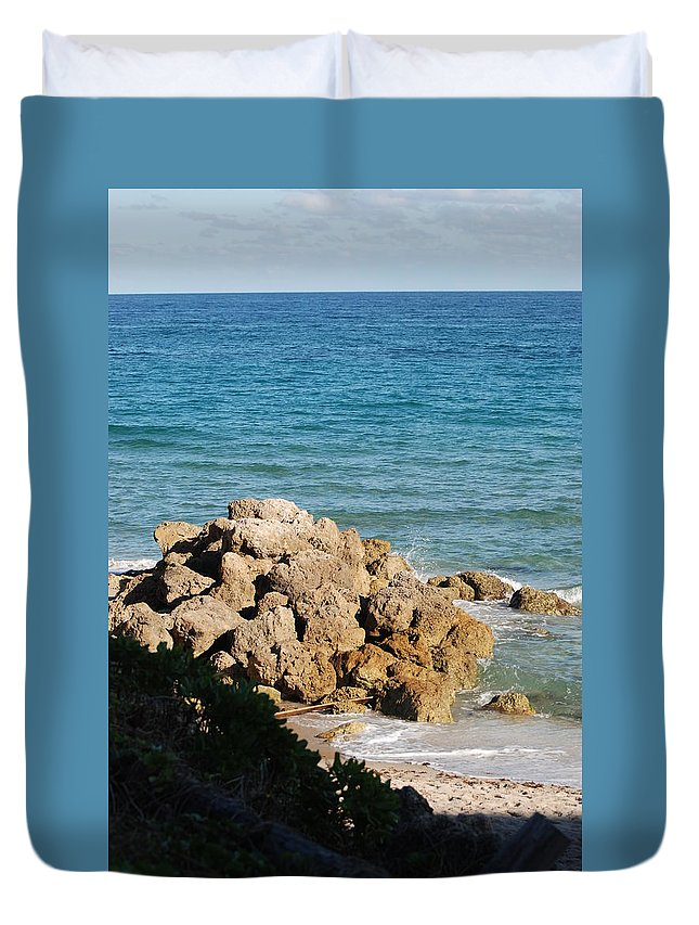 Sea Scape Duvet Cover featuring the photograph Rocky Shoreline by Rob Hans