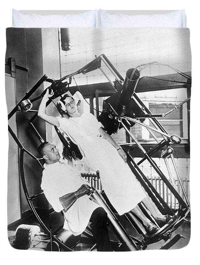 1035-312 Duvet Cover featuring the photograph Roentgen X-ray Machine by Underwood Archives