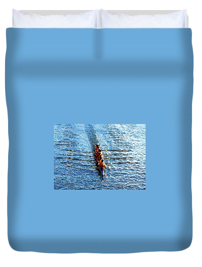 Rowing Duvet Cover featuring the photograph Rowing In by David Lee Thompson