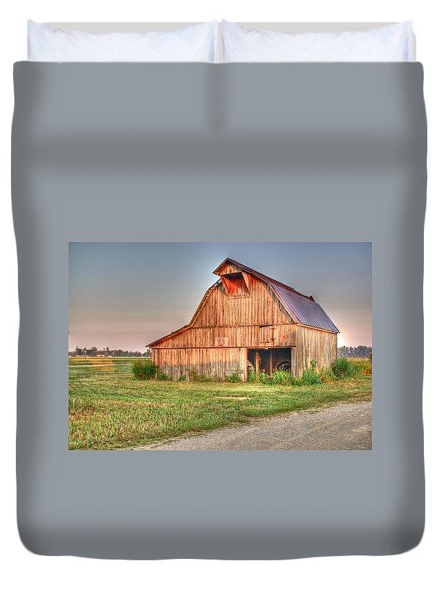 Barn Duvet Cover featuring the photograph Ruddish Barn At Dawn by Douglas Barnett