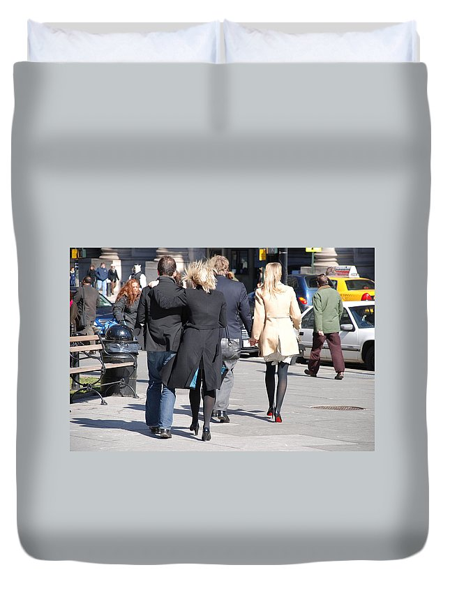 Urban Duvet Cover featuring the photograph Rushing To The Alter by Rob Hans